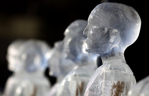 Néle Azevedo - Minimum Monument's Melting Men